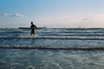 サーフィンをする人.JPG