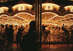 夜のメリーゴーラウンドの写真